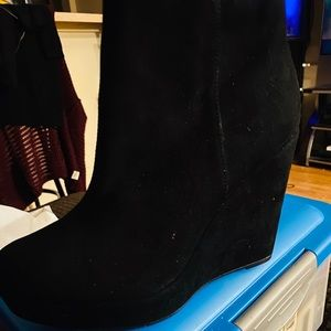 Forever 21 suade booties